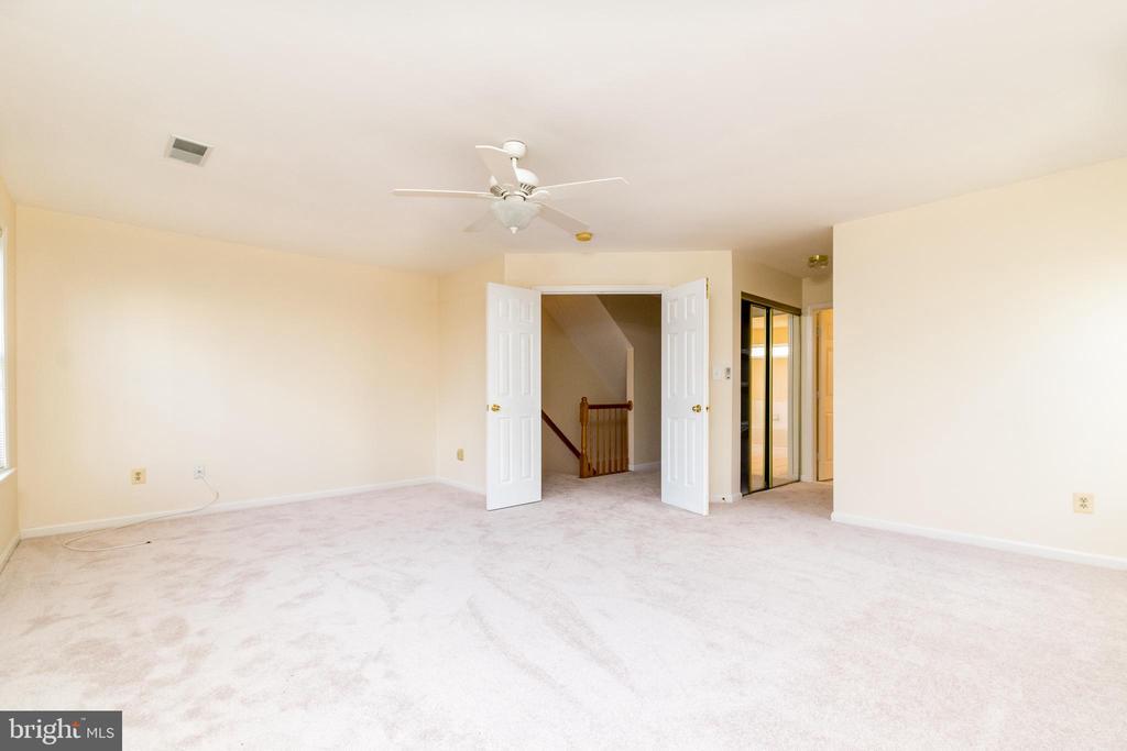 So spacious! Very hard to find! - 22909 ADELPHI TER, STERLING