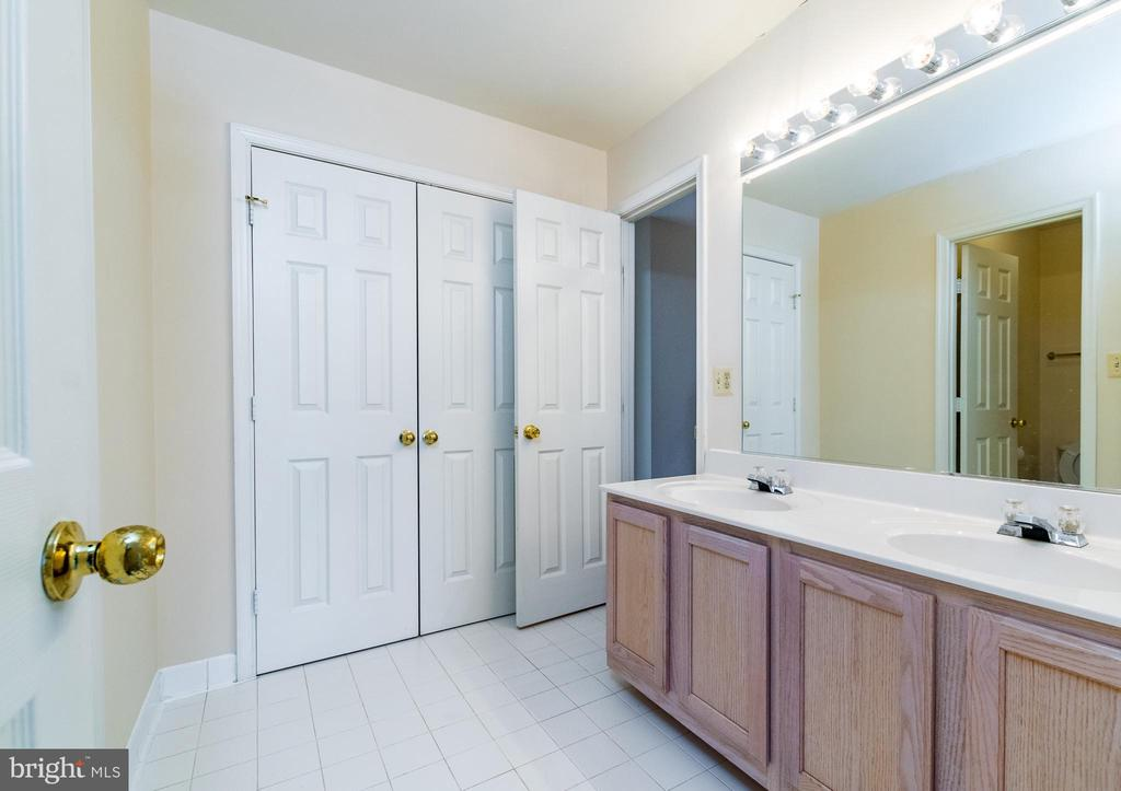YES, you got it! Large2nd bath w/ double vanity!! - 22909 ADELPHI TER, STERLING