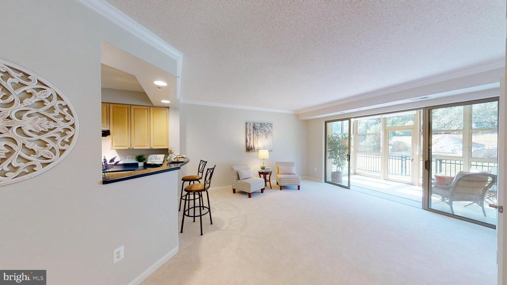 So Bright and Open! - 19350 MAGNOLIA GROVE SQ #103, LEESBURG
