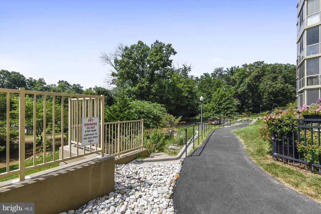 Pet owners - a rear path to the doggie relief area - 19375 CYPRESS RIDGE TER #411, LEESBURG