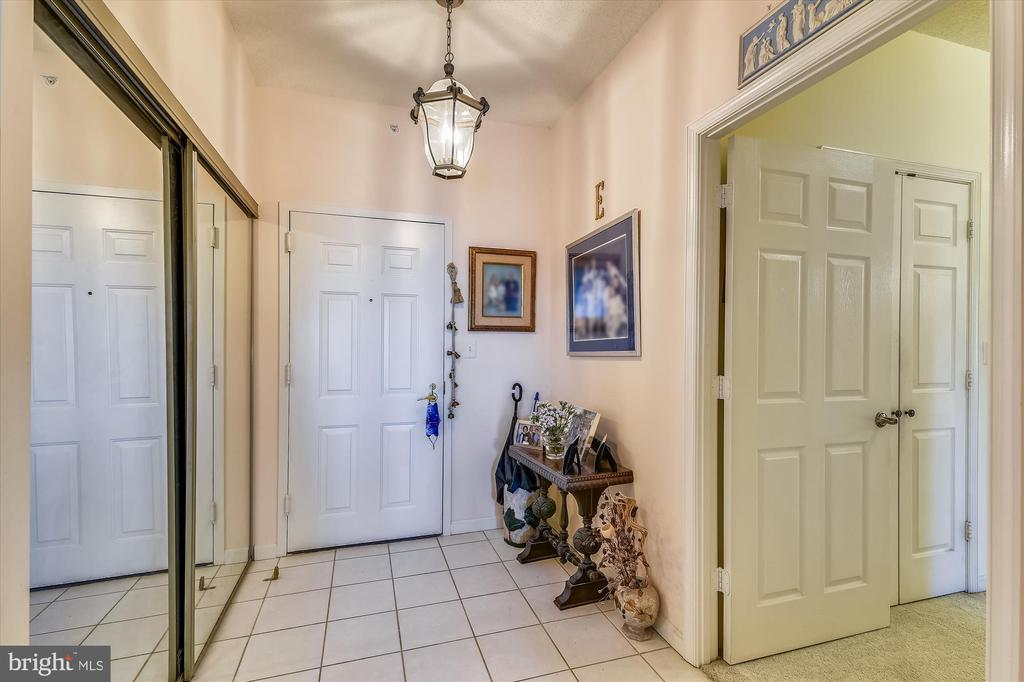 Formal entry foyer to greet guests - 19375 CYPRESS RIDGE TER #411, LEESBURG