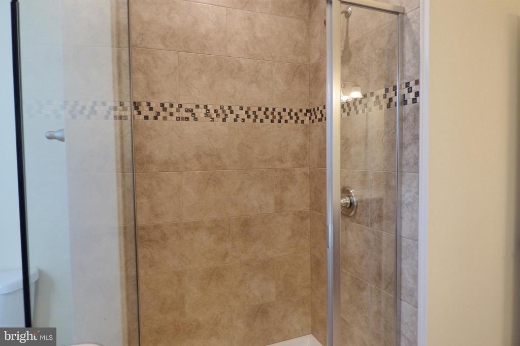 Primary Shower - 1066 LAKEVIEW DR, STAFFORD