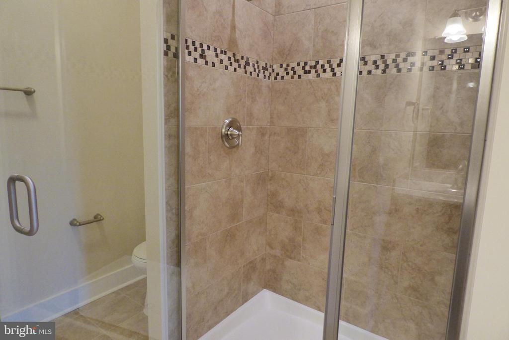 2nd Primary Shower Basement - 1066 LAKEVIEW DR, STAFFORD