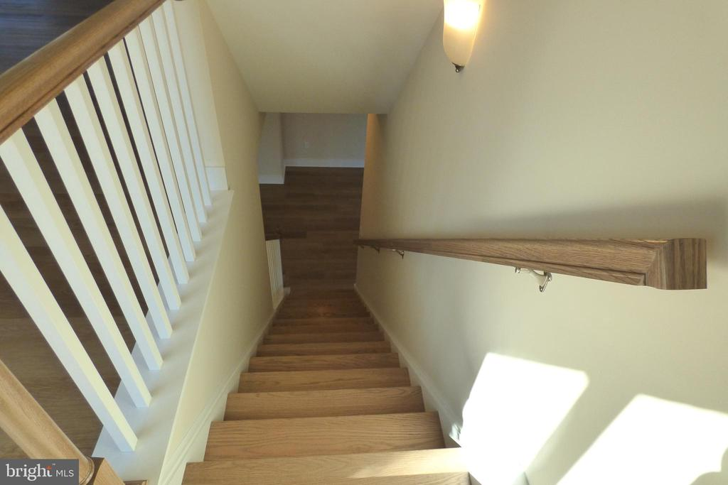 Staircase to Finished Basement - 1066 LAKEVIEW DR, STAFFORD