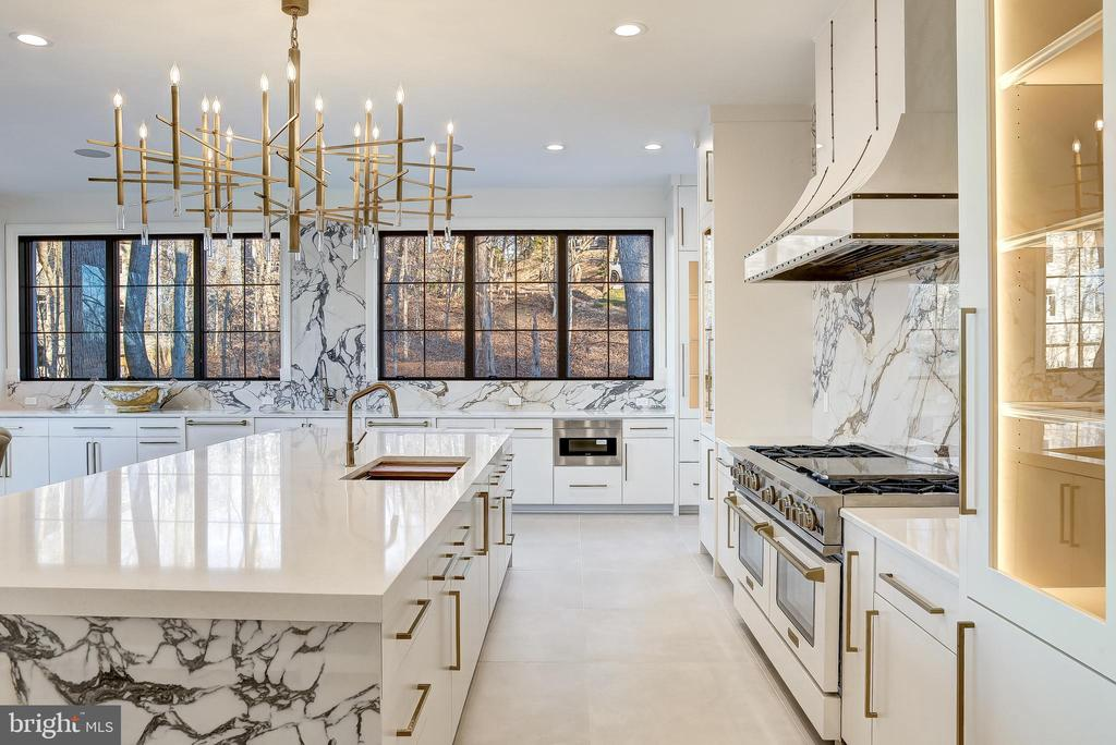 Italian marble and ceramic lend a modern edge - 620 RIVERCREST DR, MCLEAN