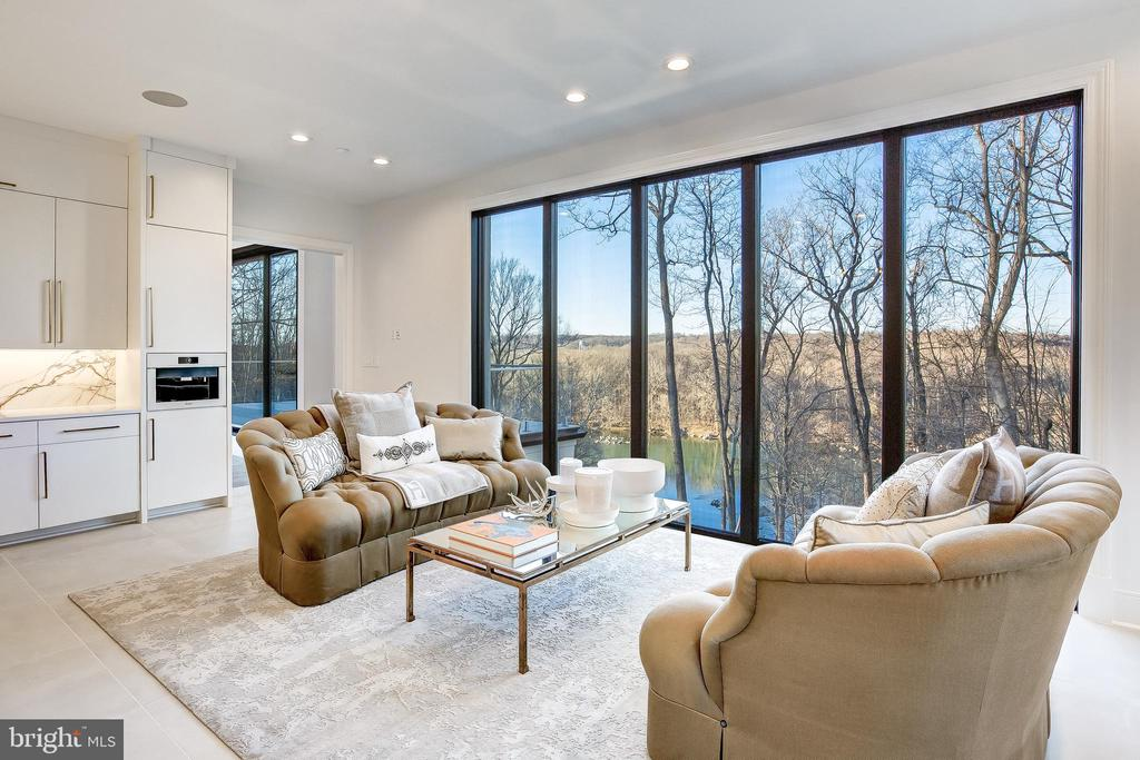 Floor to ceiling windows welcome natural light - 620 RIVERCREST DR, MCLEAN