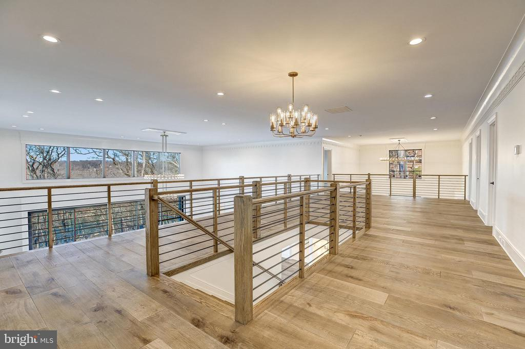 The Upper Gallery overlooks the Great Room - 620 RIVERCREST DR, MCLEAN