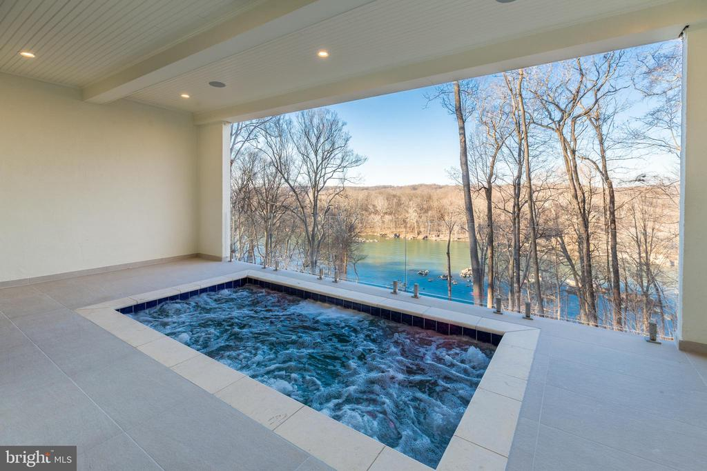 The pool overlooks the Potomac river - 620 RIVERCREST DR, MCLEAN