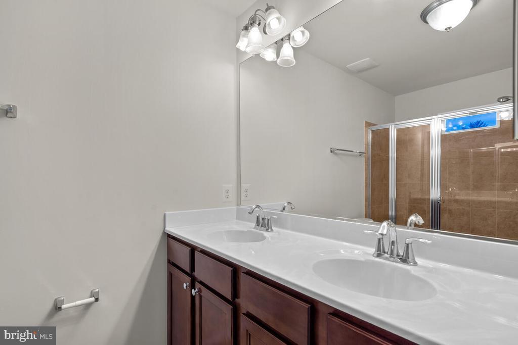 Double Vanity in Primary Bath - 7839 RIVER ROCK WAY, COLUMBIA