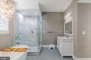 Master bath with double vanities - 4004 TAYLOR DR, FAIRFAX