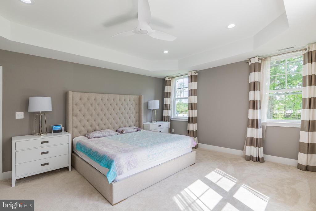 Large primary bedroom - 4004 TAYLOR DR, FAIRFAX