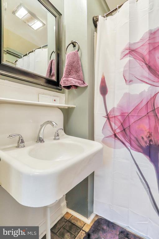 Full Bathroom - 8 S ALTAMONT AVE, THURMONT