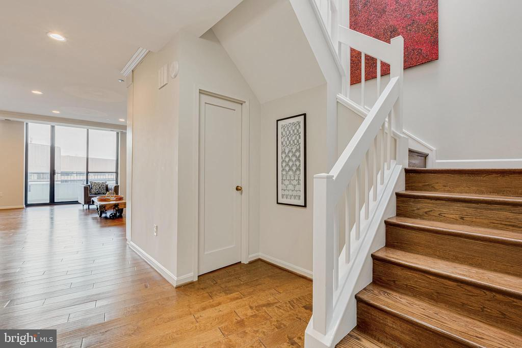 Stairway to Upper Level - 1300 CRYSTAL DR #PENTHOUSE 14, ARLINGTON