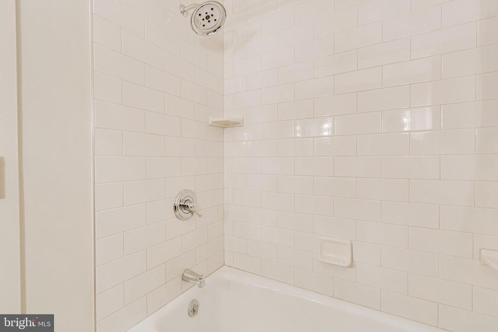 2nd Bath Tub Shower - 1300 CRYSTAL DR #PENTHOUSE 14, ARLINGTON