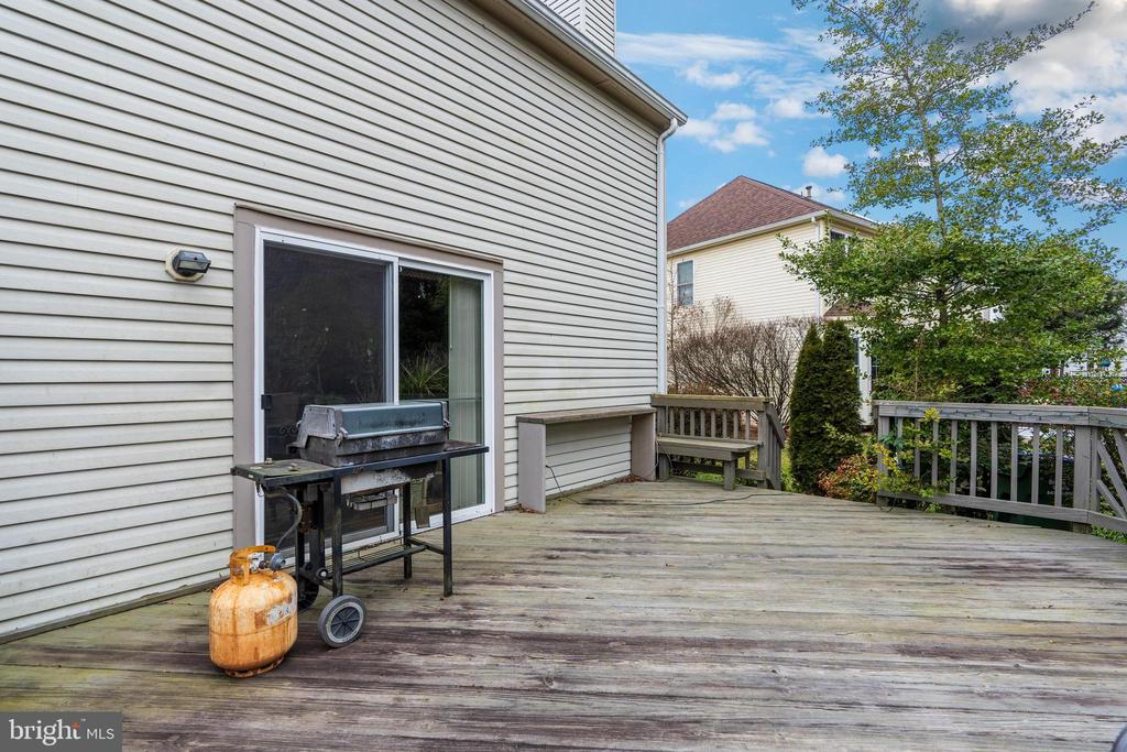 Large deck off kitchen. - 129 NORTHAMPTON BLVD, STAFFORD