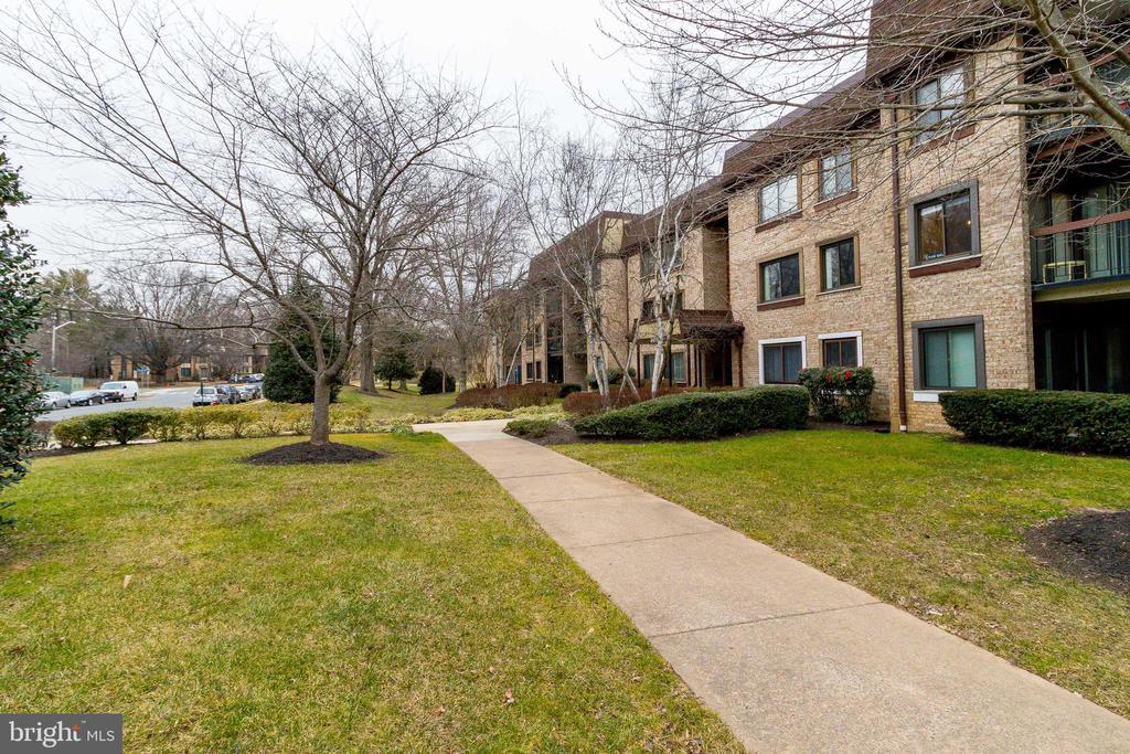 Exterior condo view - 3031 BORGE ST #101, OAKTON