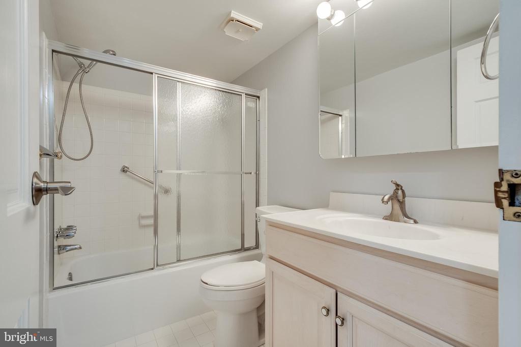 Bathroom #1 - 3031 BORGE ST #101, OAKTON