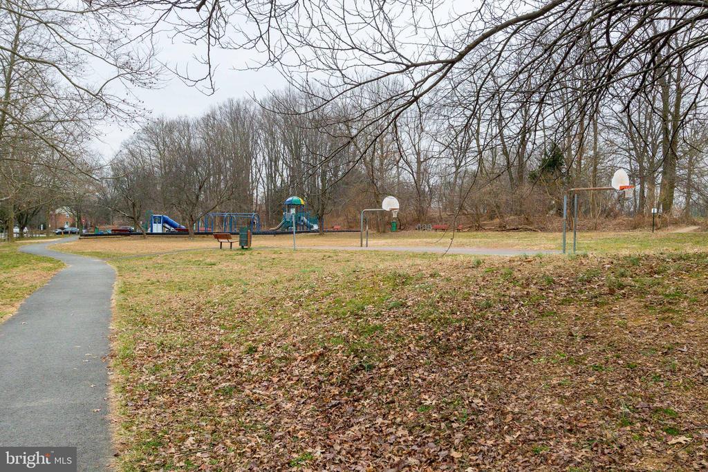Park w Playground across the street! - 3031 BORGE ST #101, OAKTON