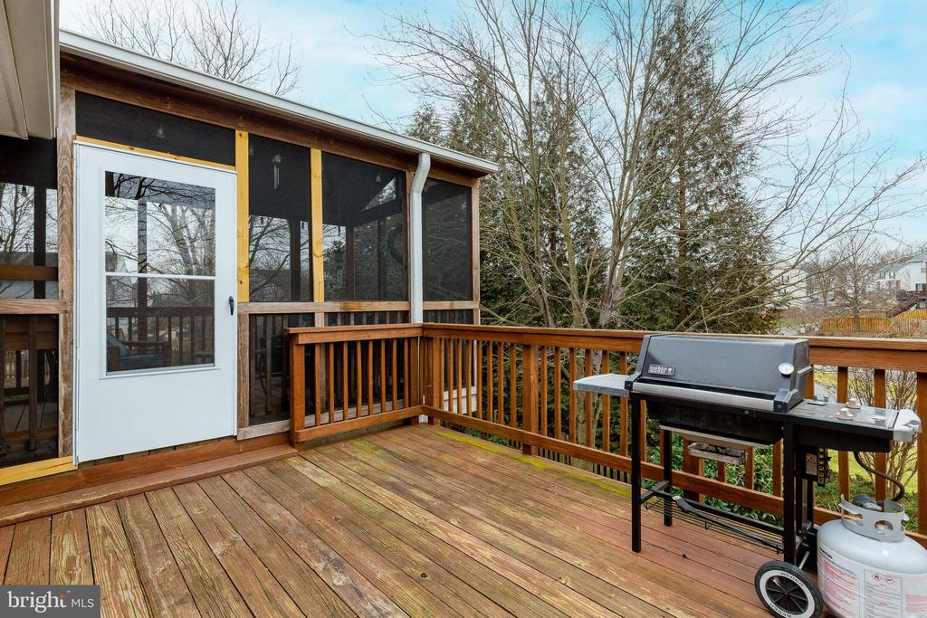 Deck to Grill Overlooking Fenced Rear Yard - 609 MICHAEL PATRICK CT SE, LEESBURG