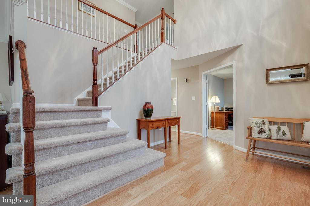2 Story Foyer to Greet Guests - 609 MICHAEL PATRICK CT SE, LEESBURG