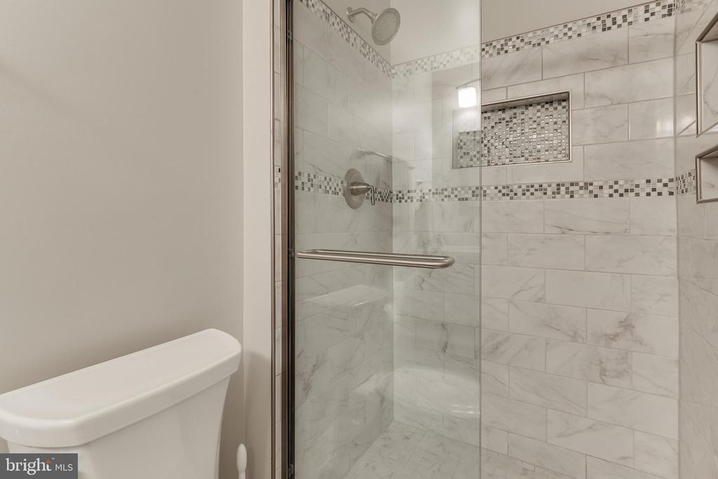 Updated En Suite Bath - 609 MICHAEL PATRICK CT SE, LEESBURG