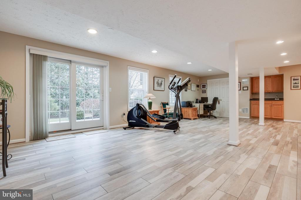 Large Rec Room in Lower Level with Walk-out - 609 MICHAEL PATRICK CT SE, LEESBURG