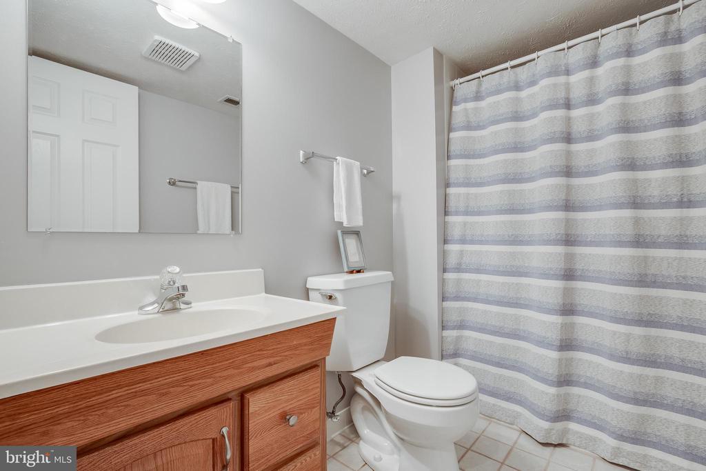 Lower Level Full Bathroom - 609 MICHAEL PATRICK CT SE, LEESBURG