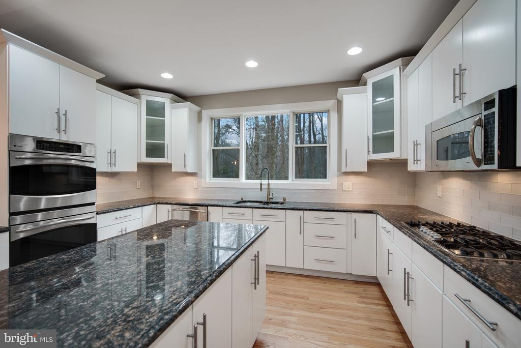 Gourmet Kitchen - 319 STONINGTON RD, SILVER SPRING