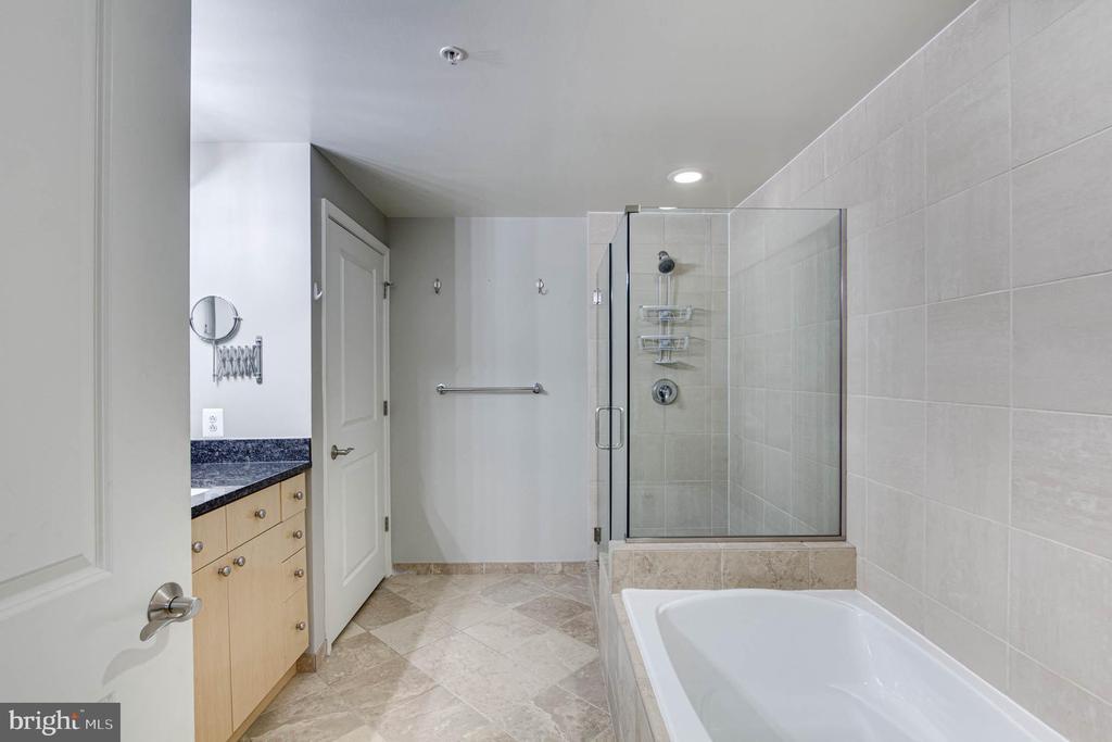 Bath Full - 11990 MARKET ST #1301, RESTON