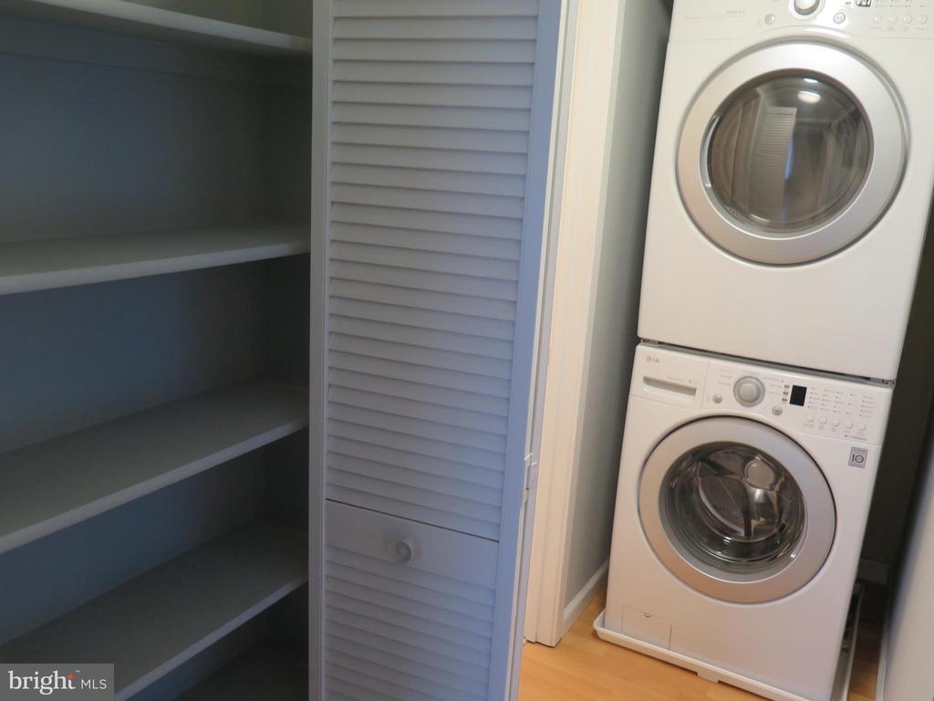 Full size washer and dryer plus linen/hall closet - 11705-C SUMMERCHASE CIR #1705-C, RESTON