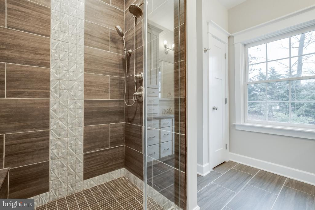 Guest Suite Shower - 6723 VALLEY BROOK DR, FALLS CHURCH