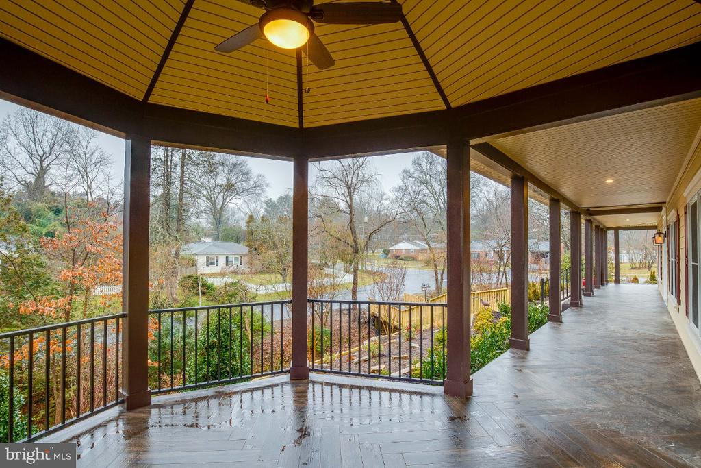 Front seating area on the veranda - 6723 VALLEY BROOK DR, FALLS CHURCH