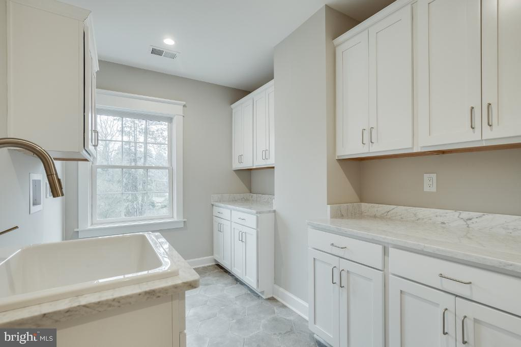 Upper Level Laundry Area - 6723 VALLEY BROOK DR, FALLS CHURCH