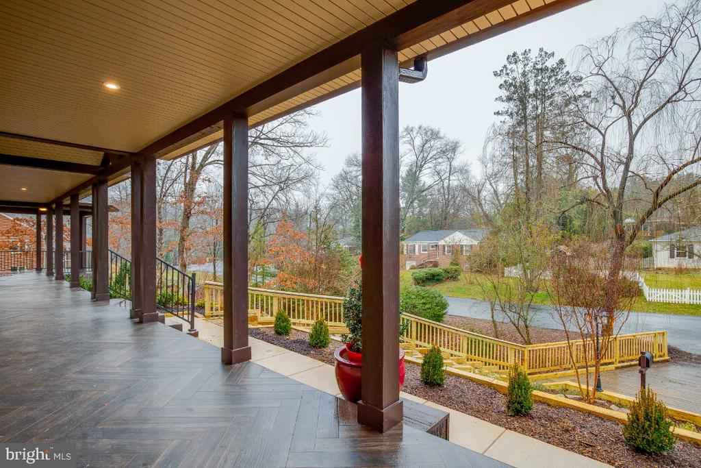 Front veranda - 6723 VALLEY BROOK DR, FALLS CHURCH