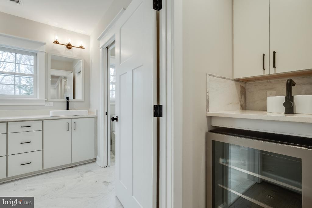 Master Bath, Coffee & Beverage Bar - 6723 VALLEY BROOK DR, FALLS CHURCH
