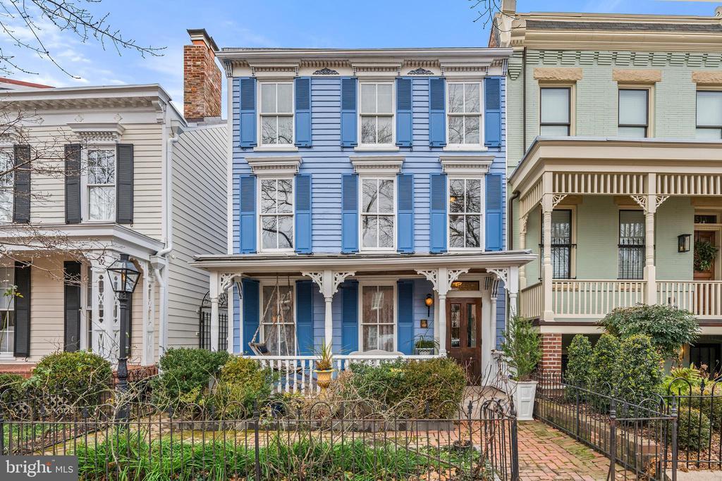 Beautifully maintained front garden - 515 7TH ST SE, WASHINGTON