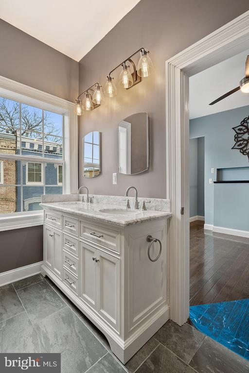 Elegantly designed primary bath in carriage house - 515 7TH ST SE, WASHINGTON