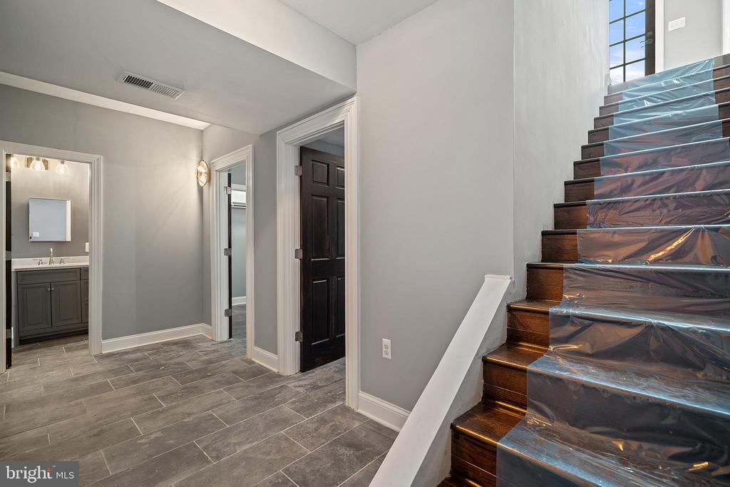Lower level hall - 515 7TH ST SE, WASHINGTON