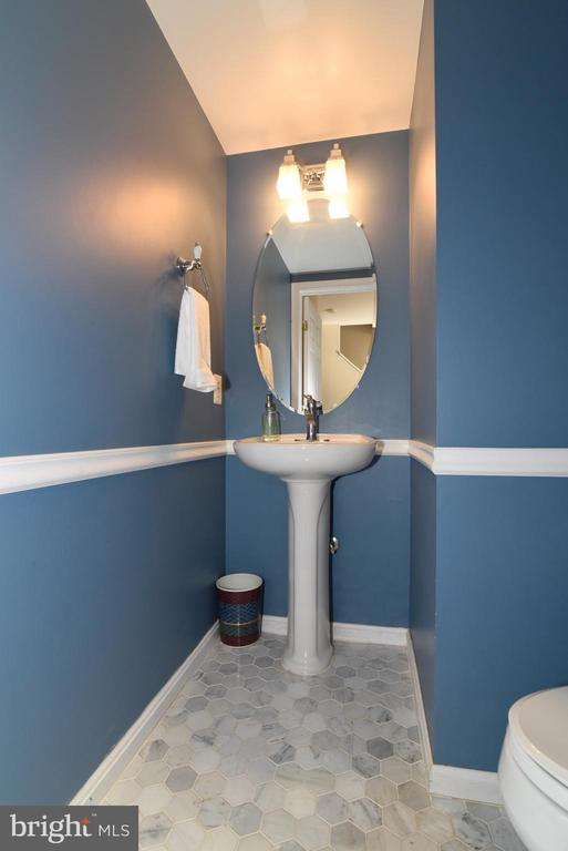MAIN LEVEL HALF-BATH - 42717 COOL BREEZE SQ, LEESBURG