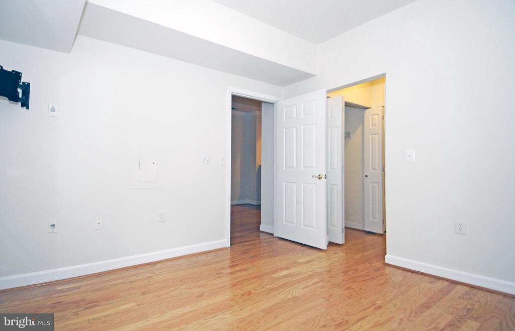 Hardwood & high ceilings in Bedroom - 2310 14TH ST N #205, ARLINGTON
