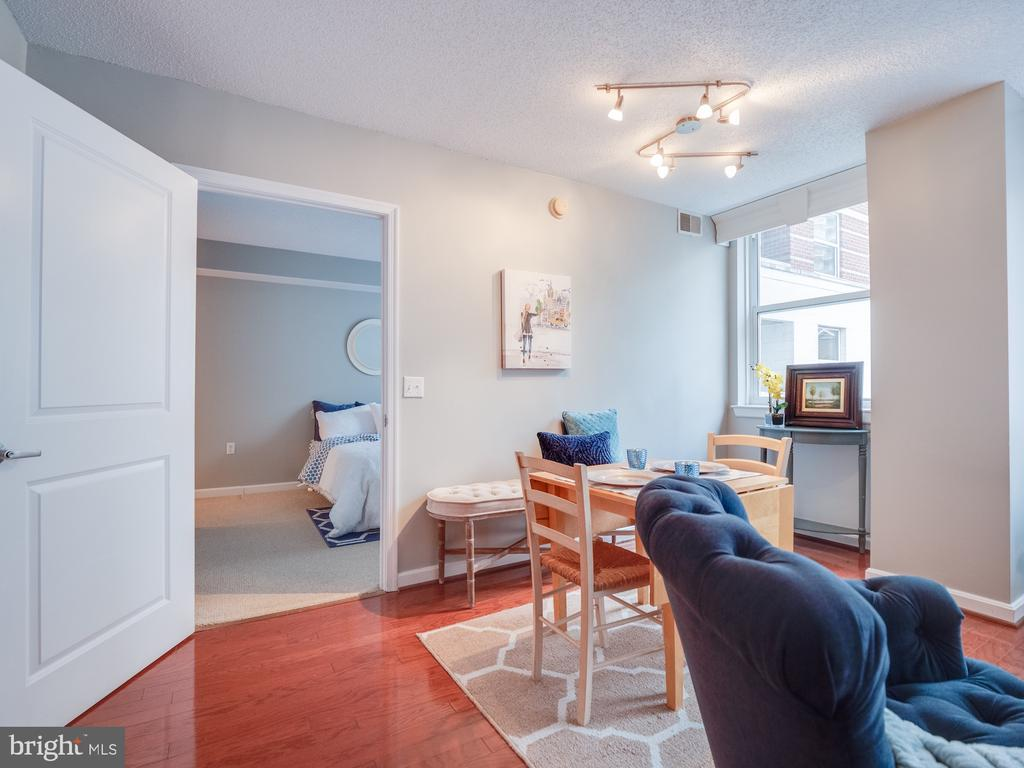 Privacy with separated bedrooms. - 880 N POLLARD ST #201, ARLINGTON