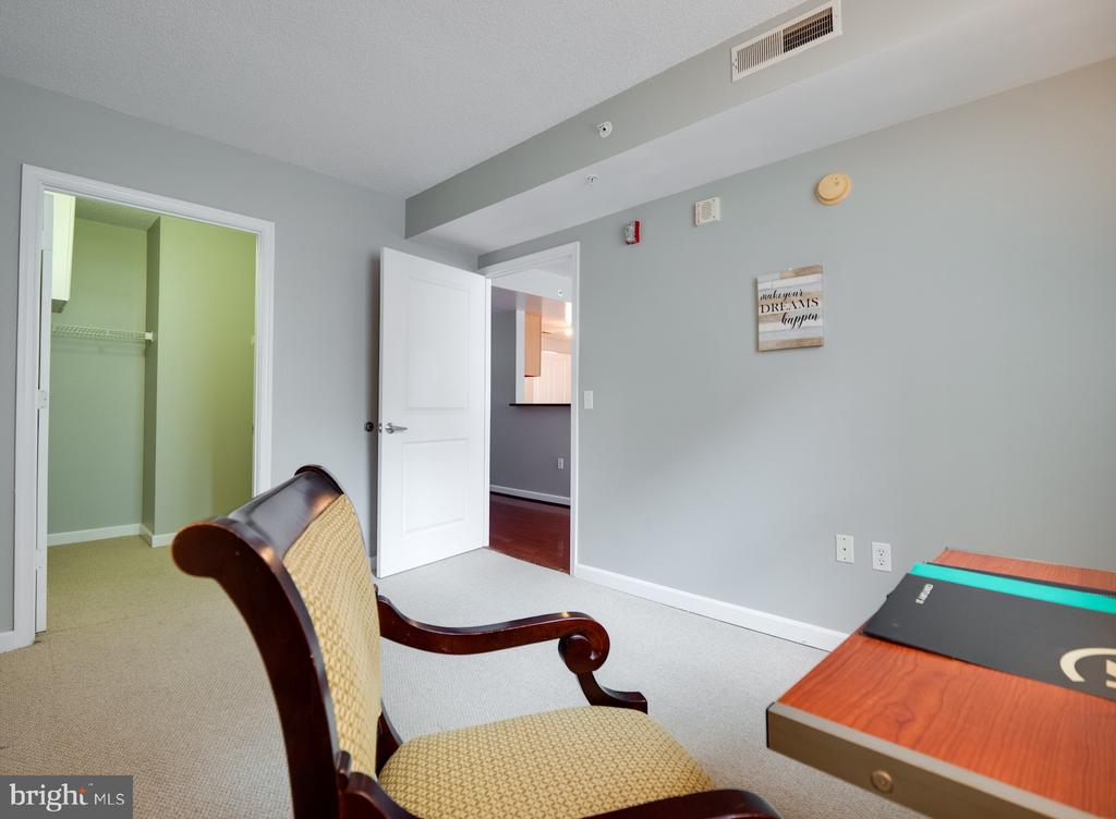 2nd bedroom /home office/guest room with window. - 880 N POLLARD ST #201, ARLINGTON