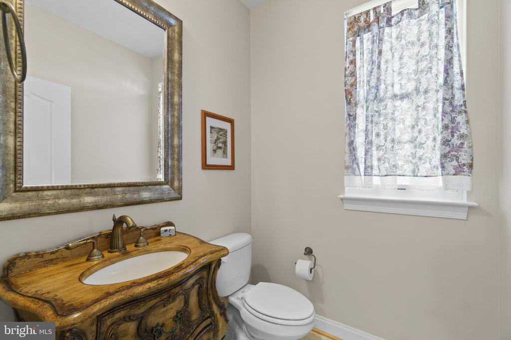 Half Bath on Main Level - 11208 BLUFFS VW, SPOTSYLVANIA
