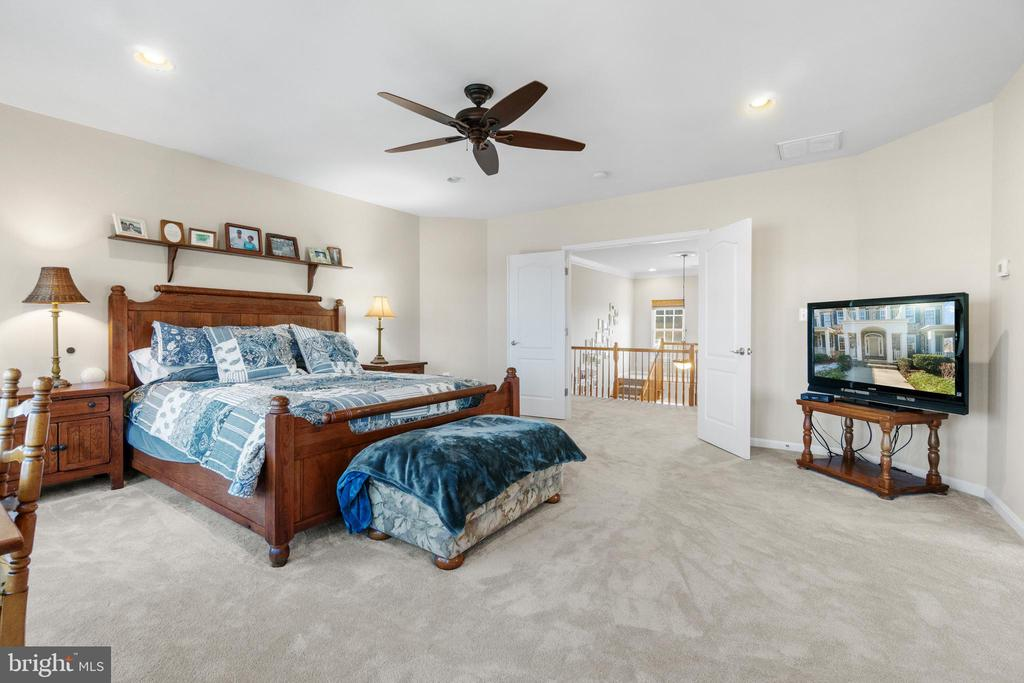 Huge Master Bedroom - 11208 BLUFFS VW, SPOTSYLVANIA
