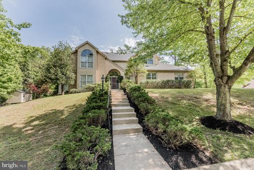 6125 WOODED RUN DR