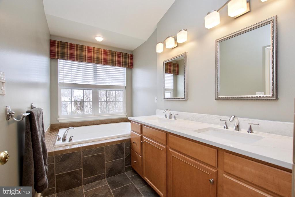 En suite Primary Bath w/ soaking tub under window - 42630 HARRIS ST, CHANTILLY