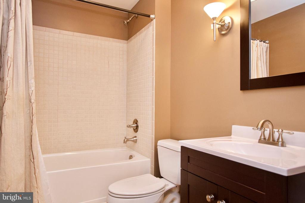 Nicely upgraded Full Bathroom in Basement - 42630 HARRIS ST, CHANTILLY