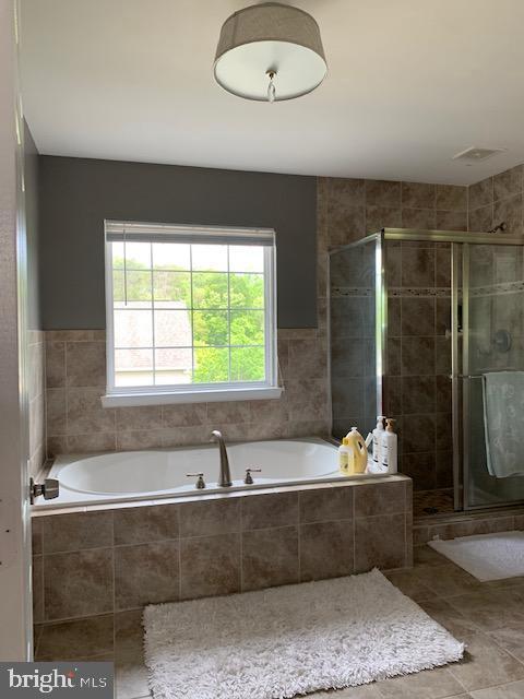 Primary/owners luxury bathroom - 2 ONYX CT, STAFFORD