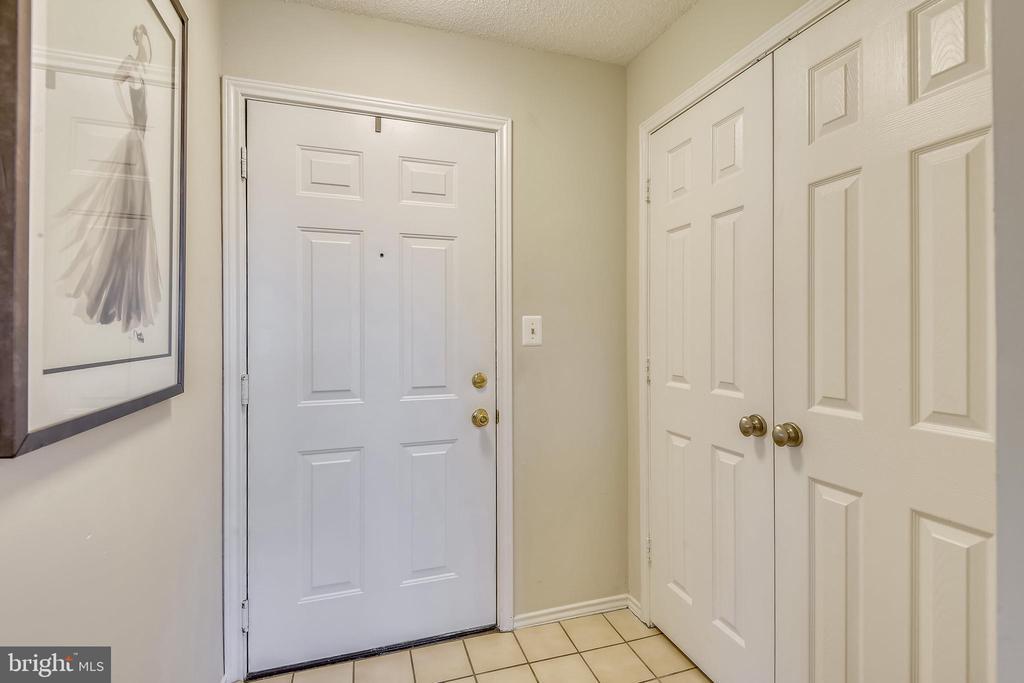 Entry foyer - 21026 TIMBER RIDGE TER #304, ASHBURN