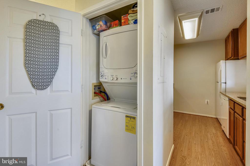 Stacked washer and dryer convey - 21026 TIMBER RIDGE TER #304, ASHBURN